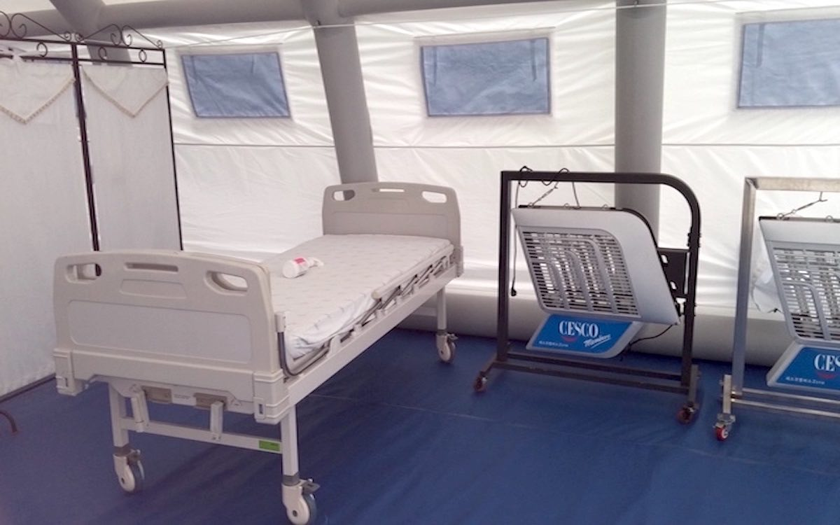Negative pressure inflatable structure - hospital isolation tent