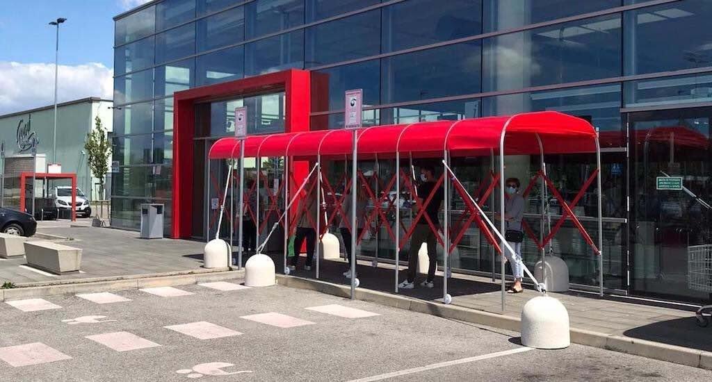 retractable tunnels for supermarket queues social distancing solutions