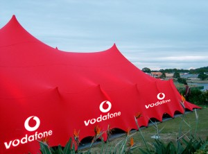 Printed logos on freeform stretch tent